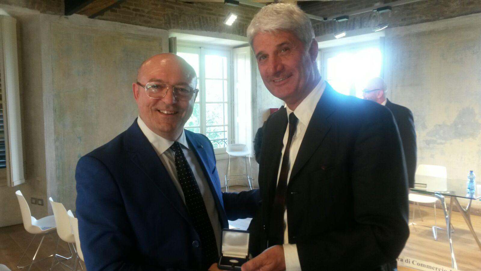 Il Presidente Bellini premiato alla carriera con medaglia d'onore dalla CCIAA di Monza e Brianza